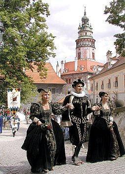 Nobles at the 2nd Courtyard of Český Krumlov Castle, foto: Lubor Mrázek