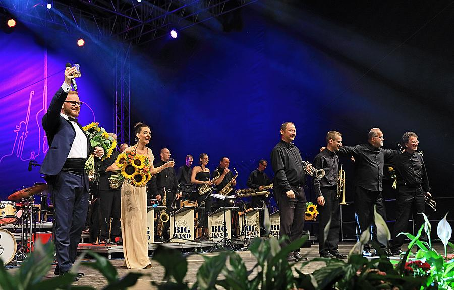 """KEEP SWINGING!"" – Swing evening in the Las Vegas style, Jan Smigmator, Dasha, Tom Gaebel, RTV Big Band Felixe Slováčka etc., International Music Festival Český Krumlov 4.8.2018"