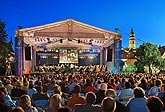 A Night on Broadway - Soloists: Jan Horvath, Doug La Brecque, Debbie Gravitte (USA), Moravian Philharmonic Olomouc, Conductor: Randall Craig Fleischer (USA), 9.8.2008, International Music Festival Český Krumlov 2008, source: Auviex s.r.o., photo: Libor Sváček
